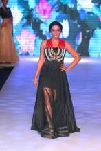 Stunning Shweta Salve adorns the showstopper piece for Jewellery Brand AARAA by Avantika in Designer Sujata & Sanjay Outfit at India International Jewellery Week 2015